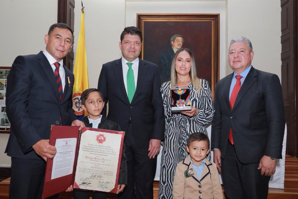 Congreso de la República otorga a la CAR Cundinamarca Orden de la Democracia Simón Bolívar en el grado Cruz Comendador - Noticias de Colombia